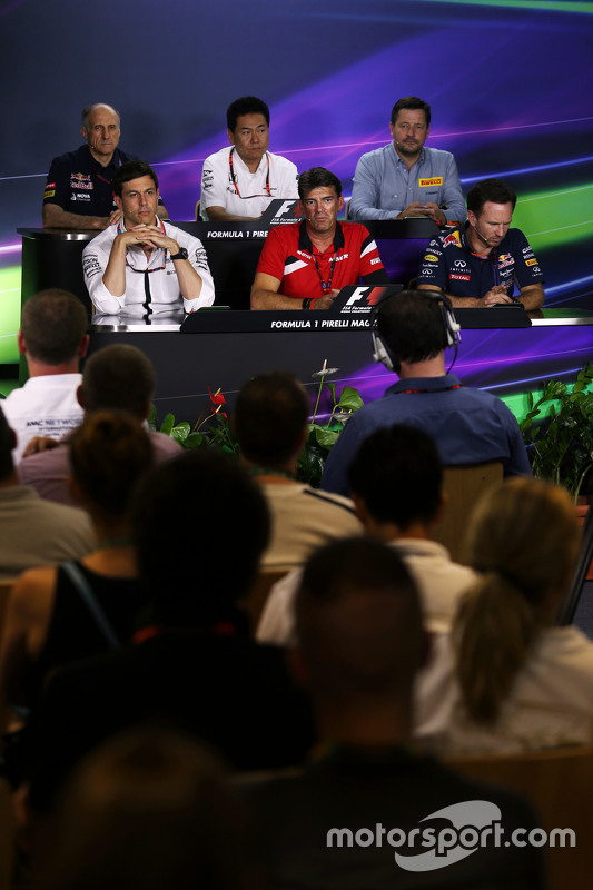 Franz Tost, Scuderia Toro Rosso Team Principal; Yasuhisa Arai, Honda Motorsport Chief Officer; Paul Hembery, Pirelli Motorsport Director; Toto Wolff, Mercedes AMG F1 Shareholder and Executive Director; Graeme Lowdon, Manor F1 Team Chief Executive Officer; Christian Horner, Red Bull Racing Team Principal