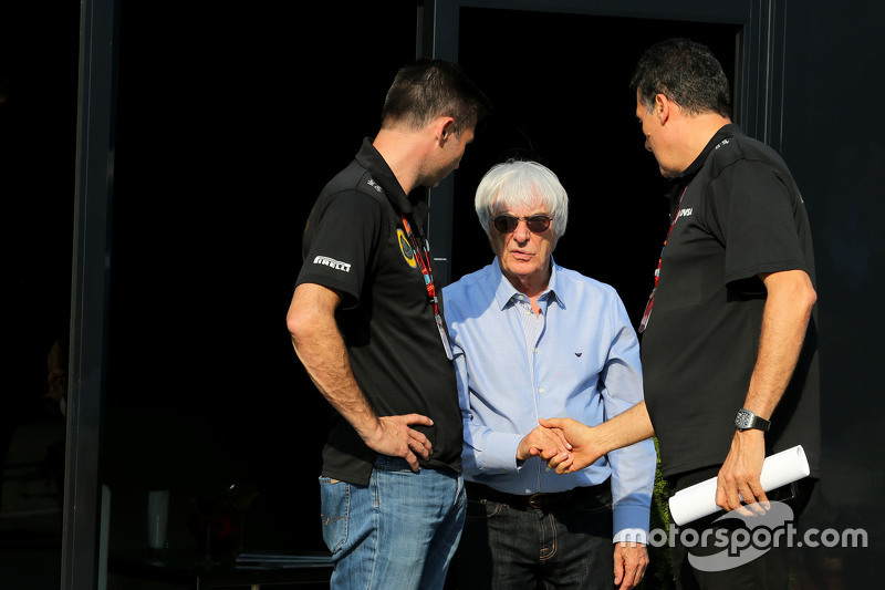 Bernie Ecclestone; Federico Gastaldi, Teammanager, Lotus F1 Team
