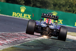 Daniel Ricciardo, Red Bull Racing RB11 sacanado chispas