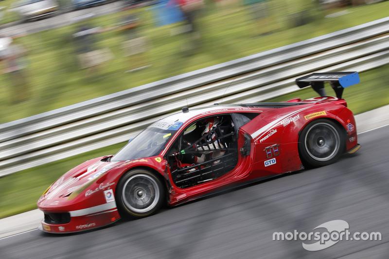 #63 Scuderia Corsa Ferrari 458 Italia: Білл Свідлер, Таунсенд Белл з damage