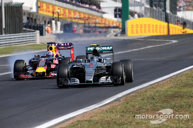 Nico Rosberg, Mercedes AMG F1 Team; Daniel Ricciardo, Red Bull Racing