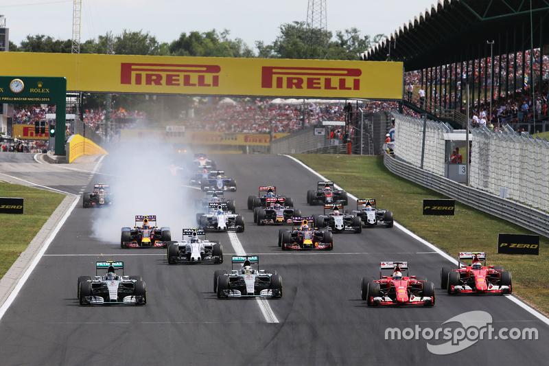 (Kiri ke Kanan): Nico Rosberg, Mercedes AMG F1 W06; Lewis Hamilton, Mercedes AMG F1 W06; Sebastian V