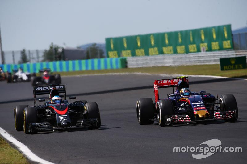 Fernando Alonso, McLaren MP4-30 and Carlos Sainz Jr., Scuderia Toro Rosso STR10
