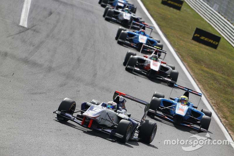 Маттхев Паррі, Koiranen GP лідирує Пел Вархауг, Jenzer Motorsport
