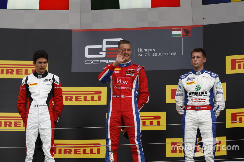 Переможець гонки Кевін Кеккон, Arden International, друге місце Естебан Окон, ART Grand Prix & третє