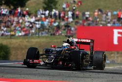 Ромен Грожан, Lotus F1 E23 широко вышел из поворота