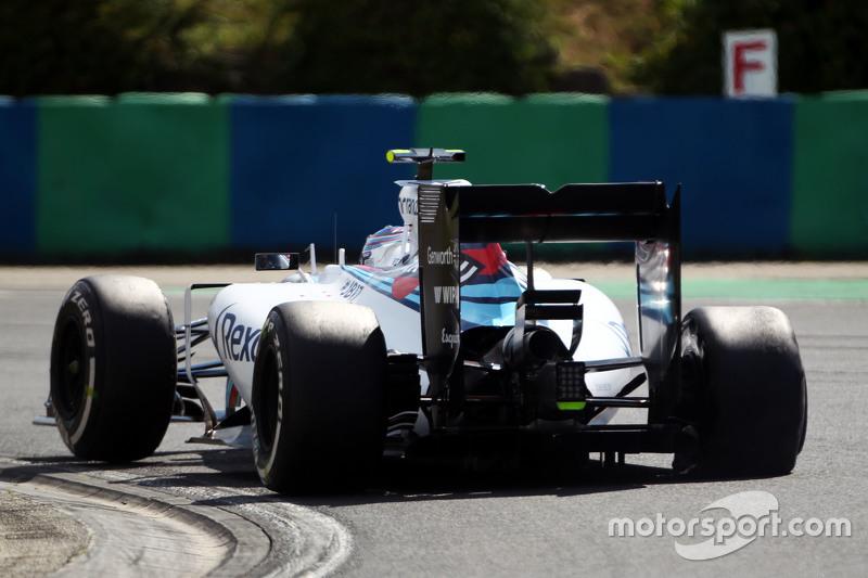Valtteri Bottas, Williams FW37 with a puncture