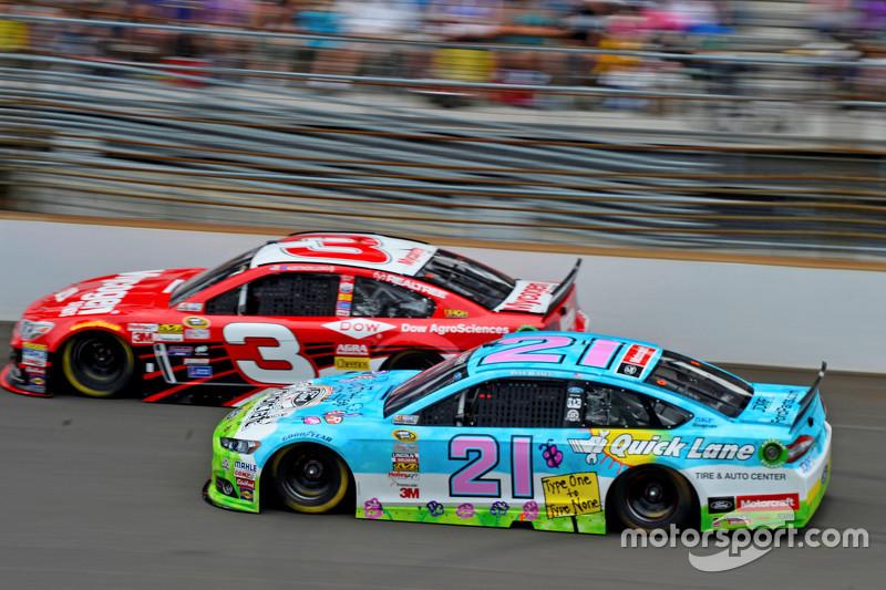 Austin Dillon, Richard Childress Racing Chevrolet dan Ryan Blaney, Woods Brothers Racing Ford