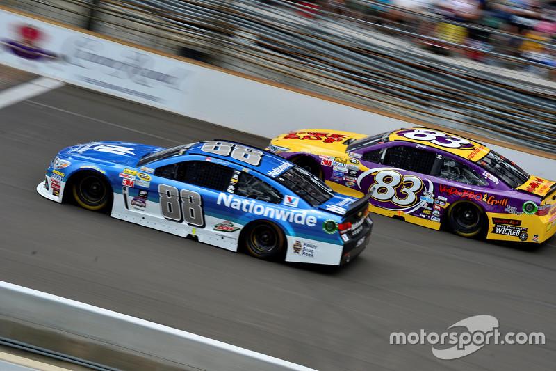 Dale Earnhardt Jr., Hendrick Motorsports Chevrolet dan Matt Dibenedetto, BK Racing Toyota