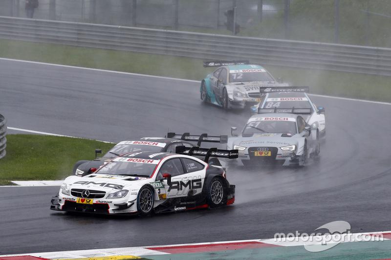 Paul di Resta, HWA AG Mercedes-AMG C63 DTM memimpin Nico Müller, Audi Sport Team Rosberg Audi RS 5 D