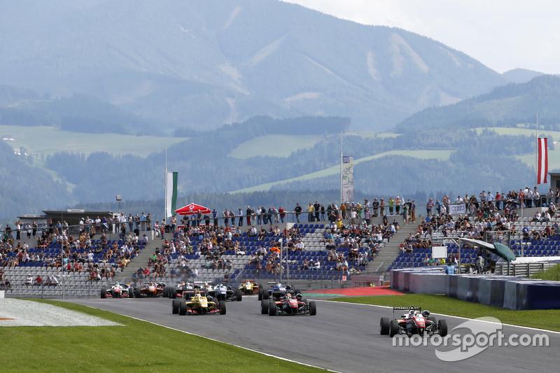 Start: Felix Rosenqvist, Prema Powerteam Dallara Mercedes-Benz taking the memimpin