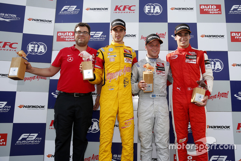Race winner Felix Rosenqvist, Prema Powerteam Dallara Mercedes-Benz, second place Antonio Giovinazzi