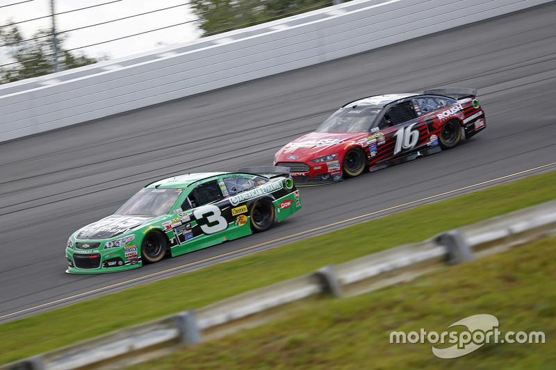 Austin Dillon, Richard Childress Racing Chevrolet dan Greg Biffle, Roush Fenway Racing Ford