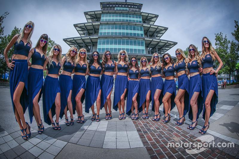 Lovely Red Bull girls in front Pagoda