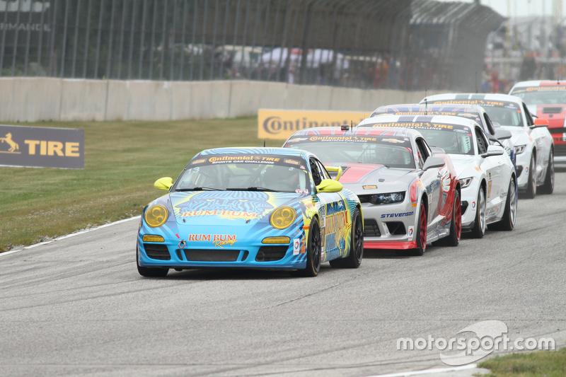 Start: #13 Rum Bum Racing Porsche 997: Matt Plumb, Hugh Plumb memimpin
