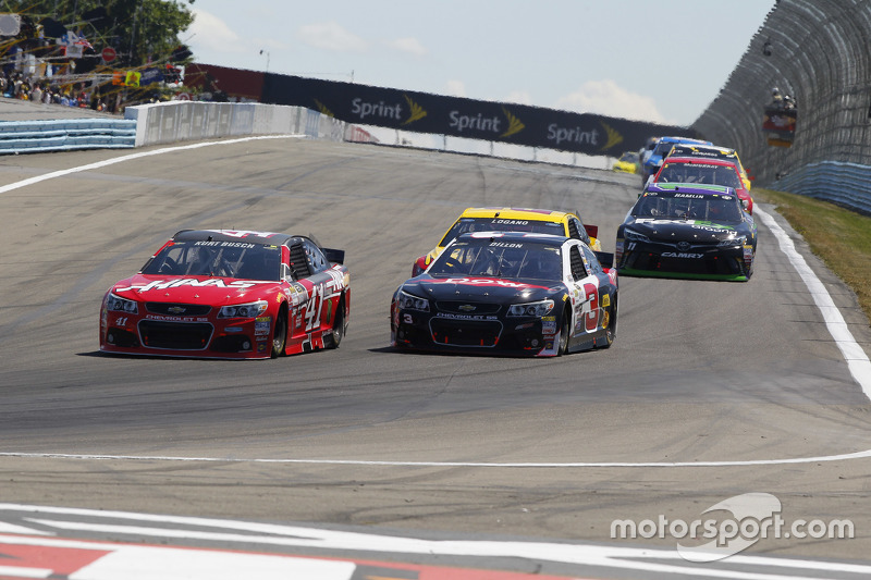 Kurt Busch, Stewart-Haas Racing Chevrolet, dan Austin Dillon, Richard Childress Racing Chevrolet