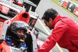 Karun Chandhok giving his advice