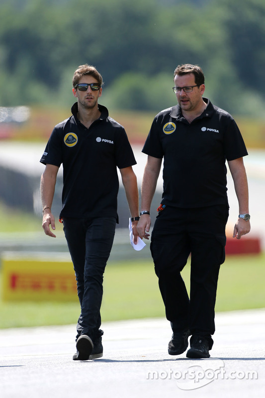 Romain Grosjean, Lotus F1 Team and Julien Simon-Chautemps, Romain Grosjean race engineer, Lotus F1 T