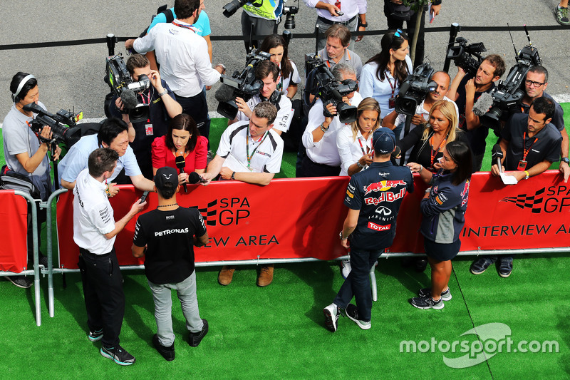 (L to R): Lewis Hamilton, Mercedes AMG F1 and Daniil Kvyat, Red Bull Racing with the media