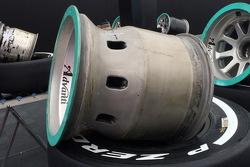 Mercedes, cerchio posteriore forato