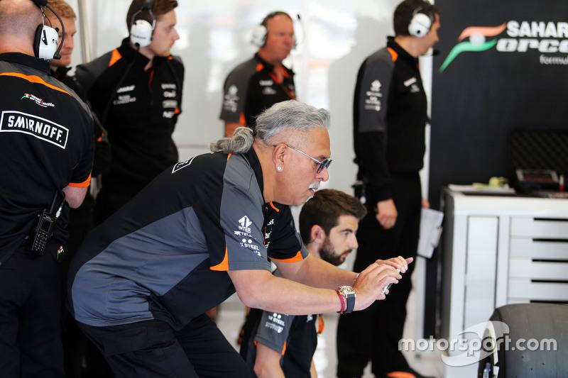 Dr. Vijay Mallya, Pemilik tim Sahara Force India F1 di pit