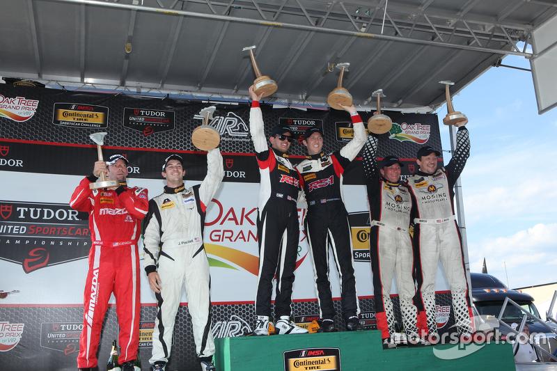 ST podium: Race winner #17 RS1 Porsche Cayman: Spencer Pumpelly, Luis Rodriguez Jr., tempat ke-2 #56 Murillo Racing Porsche Cayman: Jeff Mosing, Eric Foss dan tempat ke-3 #34 Alara Racing Mazda MX-5: Christian Szymczak, Justin Piscitell