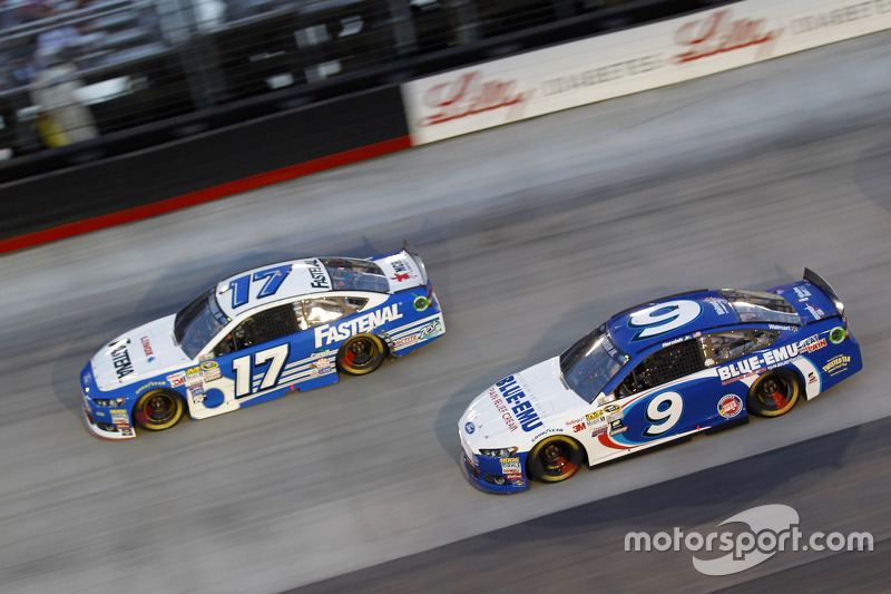 Ricky Stenhouse Jr., Roush Fenway Racing Ford and Sam Hornish Jr., Richard Petty Motorsports Ford