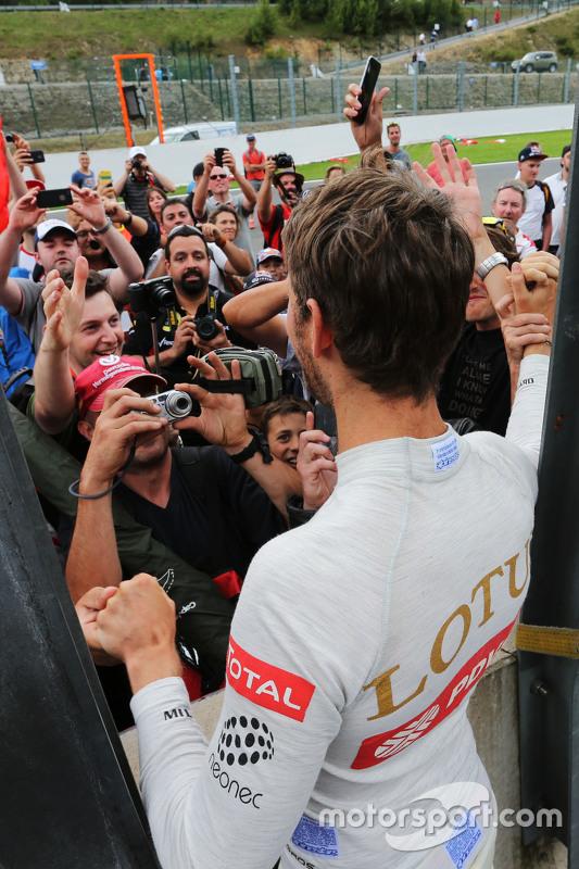 Romain Grosjean, Lotus F1 Team viert derde plaats met fans