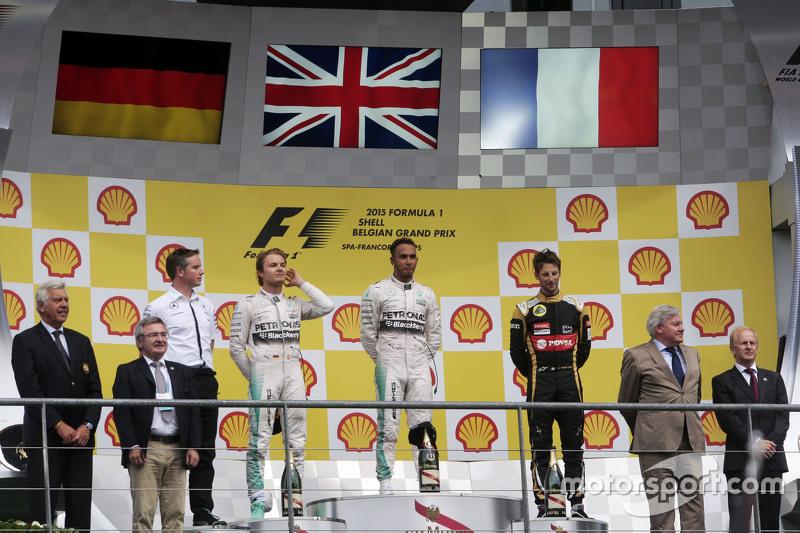 podium,: Nico Rosberg, Mercedes AMG F1, kedua; Lewis Hamilton, Mercedes AMG F1, juara balapan; Romai
