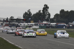 Матіас Нолезі, Nolesi Competicion Ford та Федеріко Алонсо, Taco Competicion Torino та Педро Джентіле, JP Racing Chevrolet та Просперо Бонеллі, Bonelli Competicion Ford та Лаурено Кампанера, Donto Racing Chevrolet (зліва направо, спереду до кінця)