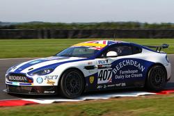 #407 Beechdean AMR Aston Martin GT4: Jamie Chadwick, Ross Gunn
