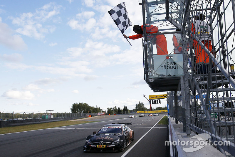 Pascal Wehrlein, HWA AG Mercedes-AMG C63 DTM takes the win
