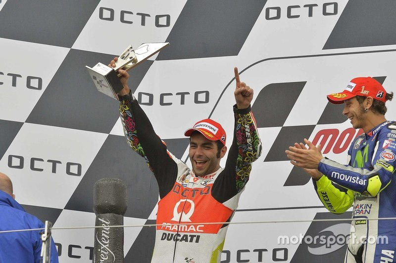 Podium: second place Danilo Petrucci, Pramac Racing Ducati and winner Valentino Rossi, Yamaha Factor