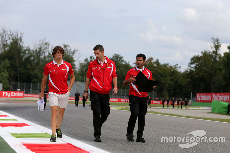 Roberto Merhi, Manor F1 Team walks the circuit