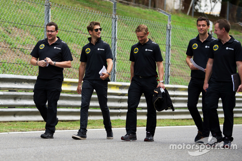 Romain Grosjean, Lotus F1 Team with Jolyon Palmer, Lotus F1 Team Test and Reserve Driver and the team