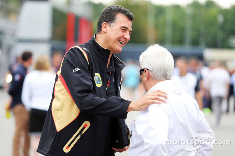 Federico Gastaldi, Lotus F1 Team, stellvertretender Teamchef, mit Herbie Blash, FIA-Deligierter