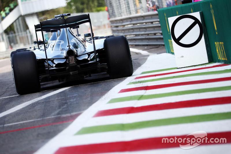Lewis Hamilton, Mercedes AMG F1 W06 and Nico Rosberg, Mercedes AMG F1 W07