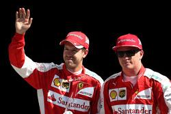Tweede plaats Kimi Raikkonen, Ferrari en derde plaats Sebastian Vettel, Ferrari