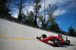 De Ferrari SF15-T op de Monza banking
