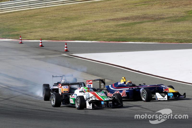 Sam MacLeod, Motopark Dallara Volkswagen; Callum Ilott, Carlin Dallara Volkswagen