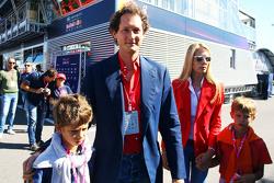 John Elkann, Président de Fiat Chrysler avec sa femme Lavinia Borromeo