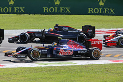 Carlos Sainz Jr., Scuderia Toro Rosso STR10 runs wide at the start of the race