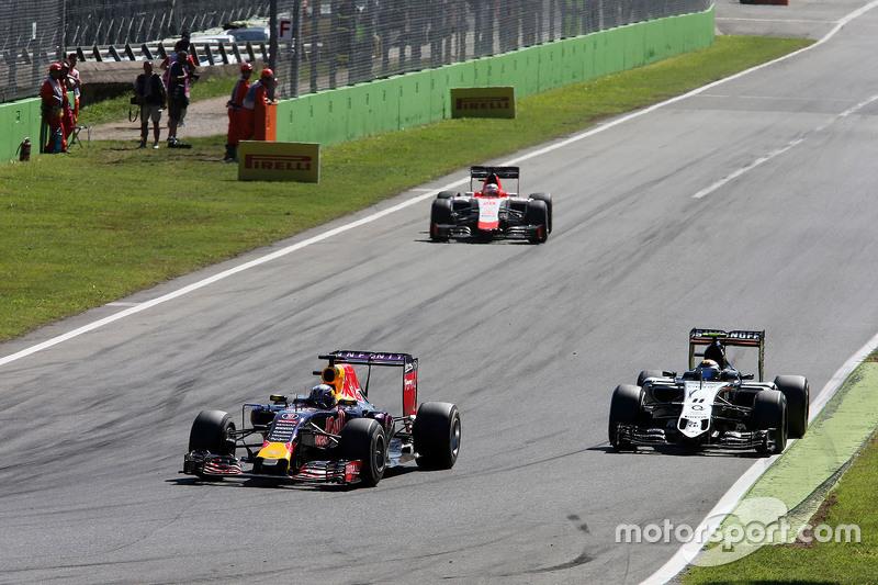 Daniel Ricciardo, Red Bull Racing RB11 and Sergio Perez, Sahara Force India F1 VJM08