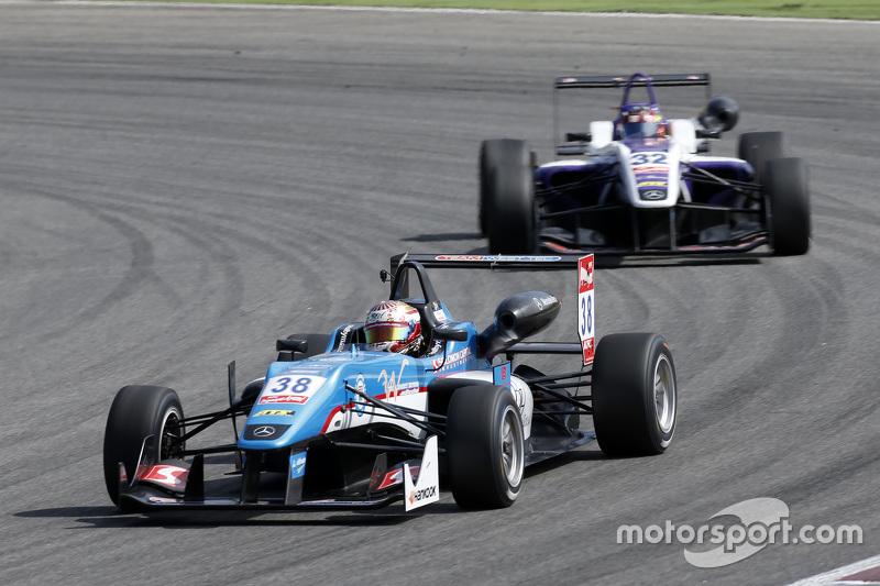 Raoul Hyman, Team West-Tec F3 Dallara Mercedes-Benz; Zhi Cong Li, Fortec Motorsports Dallara Mercedes-Benz