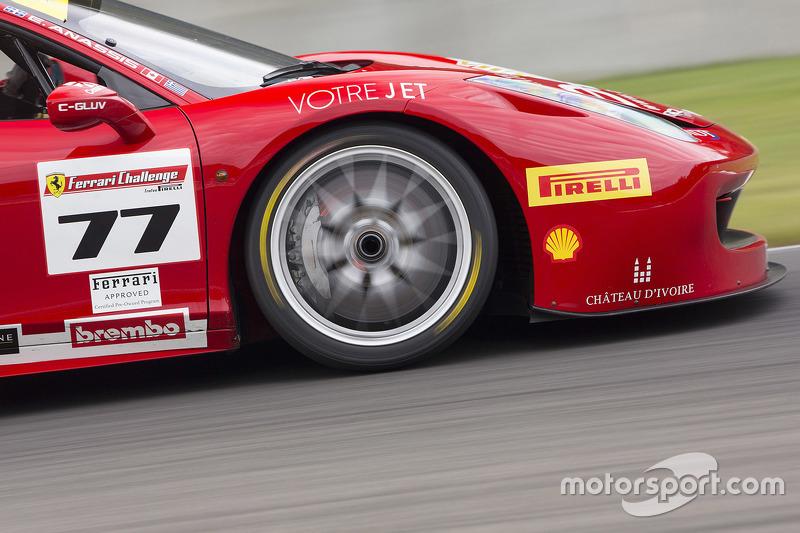#77 Ferrari Quebec Ferrari 458TP: Еммануель Анассіс