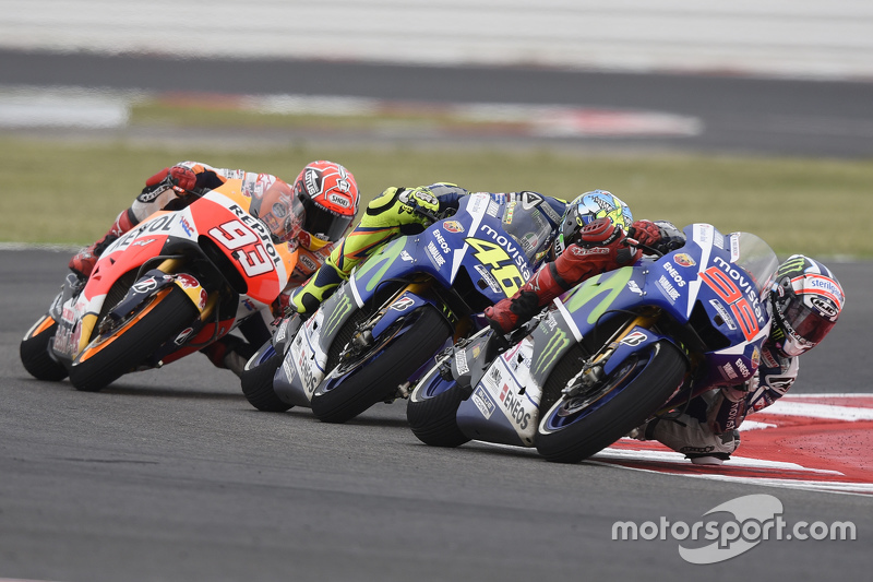 Jorge Lorenzo und Valentino Rossi, Yamaha Factory Racing, und Marc Marquez, Repsol Honda Team