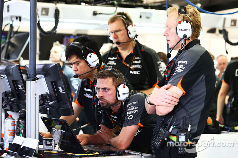 Jun Matsuzaki, Sahara Force India F1 Team, leitender Reifeningenieur, mit Mark Gray, Sahara Force In
