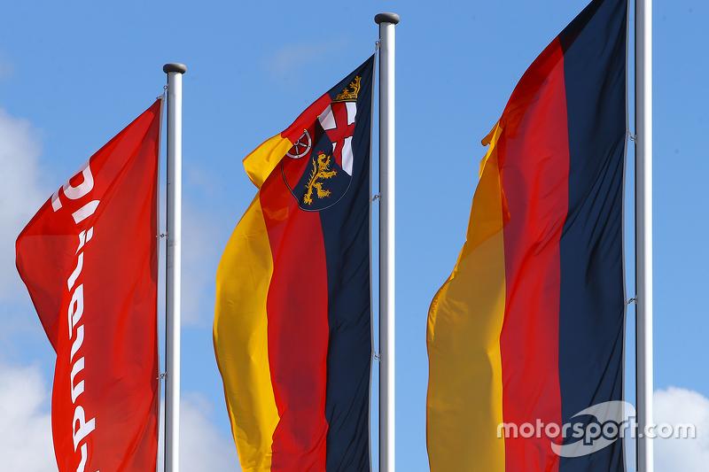 Nürburgring та Germany прапори