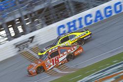 Daniel Suarez, Joe Gibbs Racing Toyota ve Paul Menard, Richard Childress Racing Chevrolet