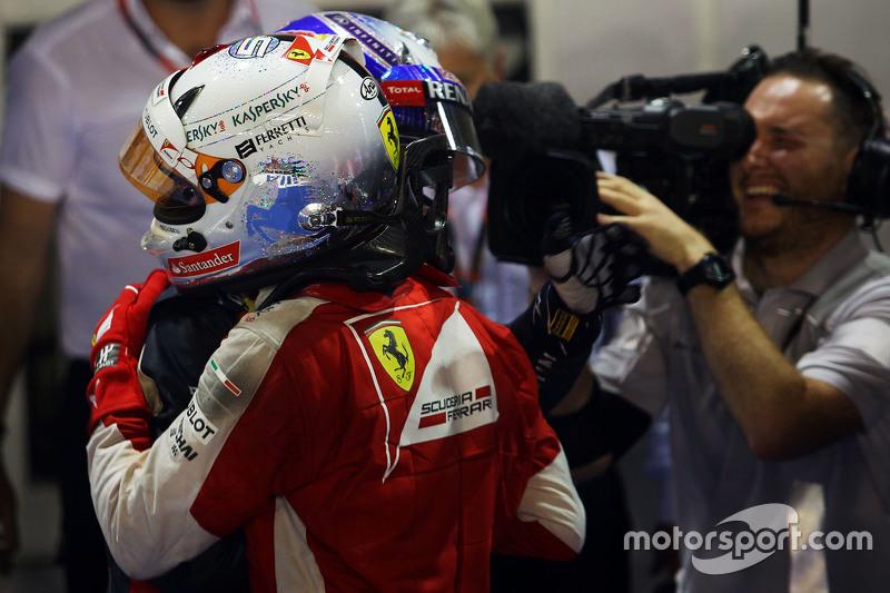 1. Sebastian Vettel, Ferrari, feiert im Parc Fermé mit 2. Daniel Ricciardo, Red Bull Racing